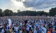 Belarusiyada müxalifətin təşkil etdiyi və 10 minlərin iştirak etdiyi mitinq baş tutub.. foto,video