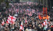 Tiflis – minlərlə insan keçmiş prezident Saakaşviliyə dəstək olaraq küçələrə çıxdı
